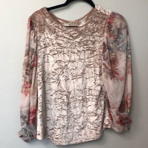 Anthropology meadow rue top size XS.Floral sleeves